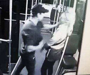 【動画】女性バス運転手が男と口論になり強烈なパンチを食らう衝撃映像