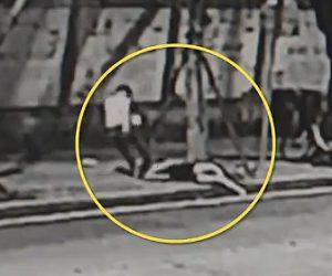 【動画】女性が元彼に路上で激しい暴行を受ける。投げ倒され顔面キック。