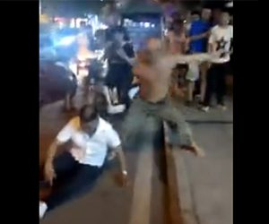【動画】片腕の男が路上で喧嘩。男性を投げ倒しボッコボコにする衝撃映像