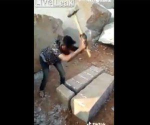 【動画】ハンマーで石を叩き割る作業員の仕事が凄すぎる