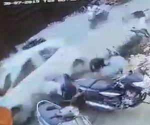 【動画】猛スピードの車が歩行者やバイクをなぎ倒す衝撃事故映像