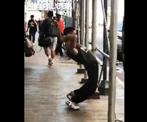 【動画】薬物中毒の男がマンハッタンの歩道でヤバすぎる動きをする衝撃映像