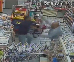 【動画】コンビニでお酒の購入を拒否された男が大暴れし店員に殴りかかる