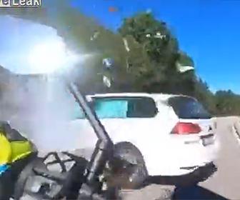 【動画】猛スピードで走るバイク2台が対向車に激突してしまう衝撃事故映像