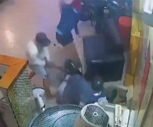【動画】3人の男がマチェーテで男性に襲いかかる衝撃映像