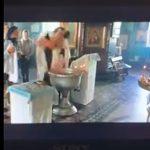 【動画】カトリック司祭、洗礼式で赤ちゃんの扱いがあつs