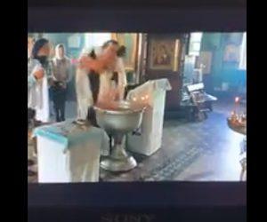 【動画】カトリック司祭、洗礼式で赤ちゃんの扱いが雑過ぎる衝撃映像