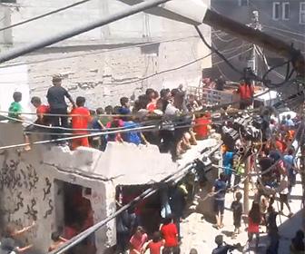 【動画】子供達が大勢のっている建物の屋根が崩壊し子供達が落下してしまう衝撃映像