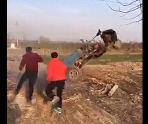 【動画】運転手が降りた3輪バイクが暴走。グルグル回り出し止める事ができない