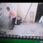 【動画】建築作業員男性の背中に上から落下してきた荷物が直撃してしまう衝撃映像