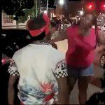 【動画】ロードレイジで怒った男性ドライバーが女性に向かって行くが女性の強烈な一撃でノックアウト