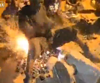 【動画】男性が火の上り座り踊り出す魔女の儀式がヤバい!