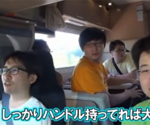 【動画】高速道路で風に煽られキャンピングカーが横転。車載カメラ映像がヤバすぎる!