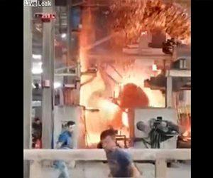 【動画】工場で遠心鋳造機の扉を閉め忘れ溶解金属が飛び散ってしまう衝撃映像