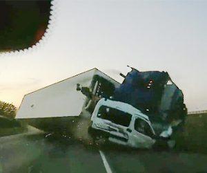 【動画】高速道路で反対車線から横転しながら大型トラックが突っ込んで来る衝撃事故映像