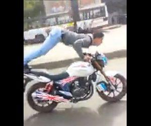 【動画】調子に乗り男性が走るバイクの上で腕立て伏せをするが…