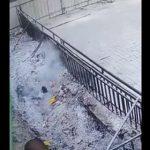 【動画】女性が誤って熱せられた灰の山に落ちてしまい必死に抜け出そうとする衝撃映像