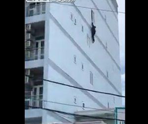 【動画】建物から落下し屋根伝いに逃げる外国人がヤバすぎる