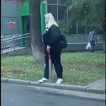 【動画】若い女性が車止めポールに股間を擦りつける衝撃映像