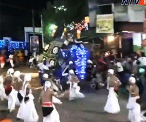 【動画】スリランカの祭りで2頭の象が暴走し大勢をはね飛ばしてしまう衝撃映像