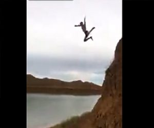 【動画】男性が崖から川に飛び込むが飛距離が足りず…