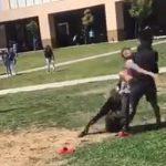 【動画】学校で喧嘩している学生2人に後ろから強烈なタックルをする男性がヤバすぎる