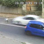 【動画】道を走って渡ろうとする少年。猛スピードの車にはね飛ばされてしまうが…