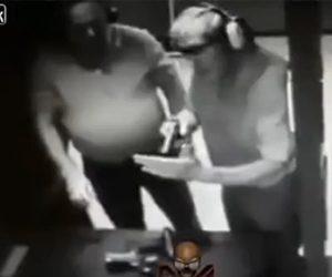 【動画】射撃場で男性が銃の詰まりを確認する方法がヤバすぎる