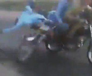【動画】バイクでアクセルターンしまくる男性に悲劇が…