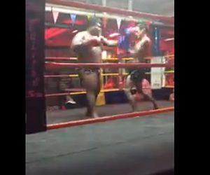 【動画】キックボクシングで男性が巨漢男を蹴り飛ばす衝撃映像