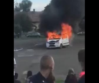 【動画】燃える車に消防車が駆けつけるがスピードを出し過ぎ…