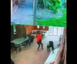 【動画】家に強盗が押し入るが家主がバットを振り回し撃退する衝撃映像