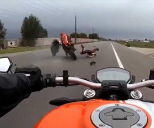 【動画】猛スピードのバイクが前のバイクに接触し転倒。後続バイクもライダーに突っ込んでしまう