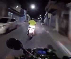 【動画】警察のバイクが必死に逃げるバイクを追跡する映像が凄い!