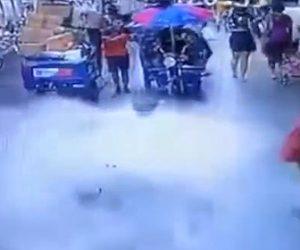 【動画】建物の外壁が突然歩道に落下してくる衝撃映像