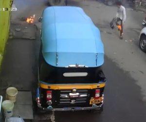 【動画】男性が電線を踏み突然爆発。男性の服に火が燃え移ってしまう衝撃映像