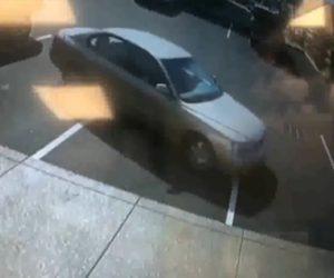 【動画】駐車スペースから出ようとする車の運転操作がヤバすぎる衝撃映像
