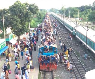 【動画】屋根の上に人が乗りまくっているバングラディッシュの列車が凄すぎる