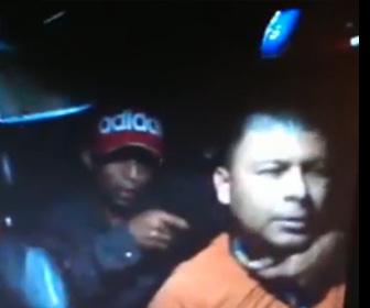 【動画】タクシー運転手が後部座席の強盗に銃を突きつけられるが運転手がスキを見て必死に抵抗する