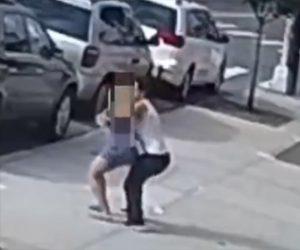 【動画】歩道を歩く女性に後ろから抱き付き胸を触りまくって逃げる男