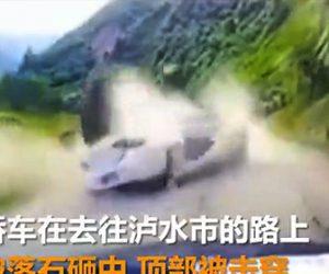 【動画】山道を走る車に落下してきた巨大な岩が直撃する衝撃映像