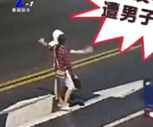 【動画】車道に出て轢かれようとする男性を彼女が助けようとするが…衝撃の結末
