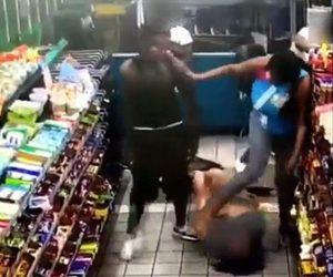【動画】コンビニエンスで女が女性客に激しい暴行をする衝撃映像