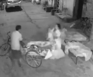 【動画】両親の隣で寝ている赤ちゃんを男が誘拐しようとするが…