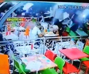【動画】飲酒運転の車が猛スピードでレストランに突っ込んで来る恐ろしい衝撃映像