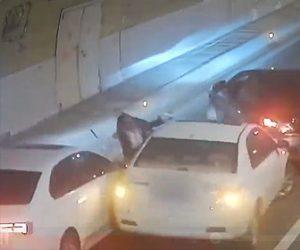 【動画】トンネルで壁に激突し停車した車に後続車が猛スピードで突っ込んでしまう衝撃事故映像