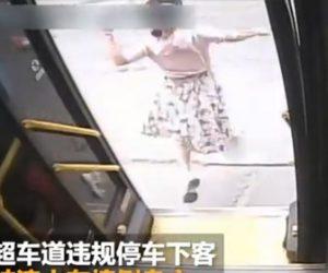 【動画】バスを降りた直後に女性が大型トラックに轢かれてしまう衝撃事故映像