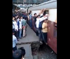 【動画】入口にしがみ付いて乗るインドの電車がヤバい