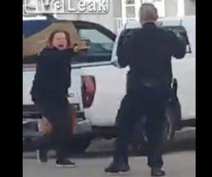 【動画】警察官の制止を無視し大声で叫びながら警察官に迫る女がヤバすぎる衝撃映像