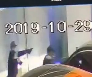 【動画】車がガレージに入った所を武装強盗達が侵入するが…